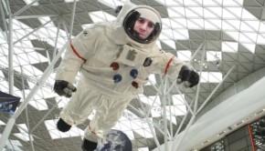 axe-astronauta-gigante