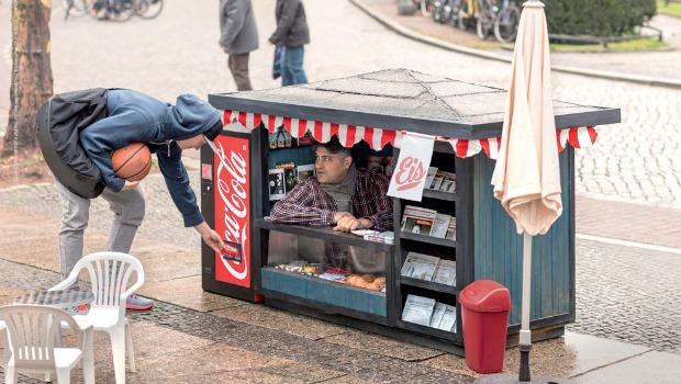 coca-cola-mini-can-kiosk-pp