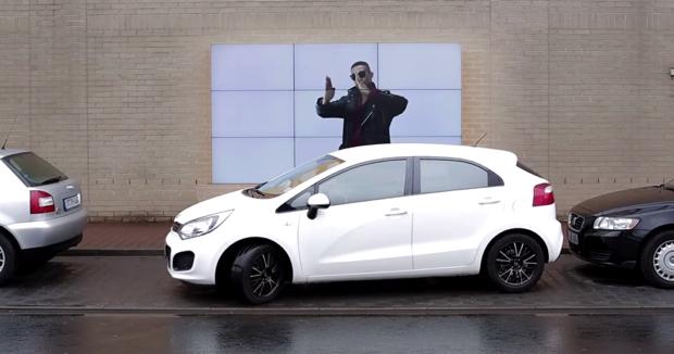 fiat-park-assist-billboard-0000