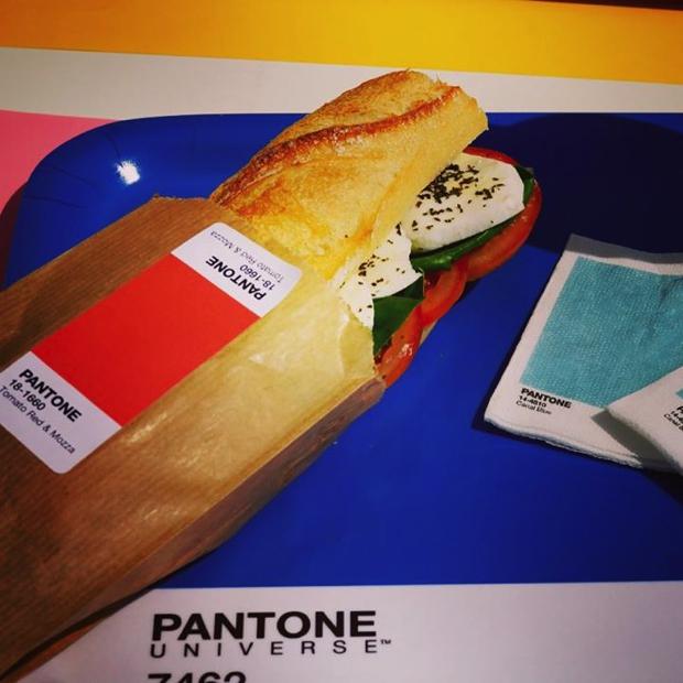 pantone-cafe01