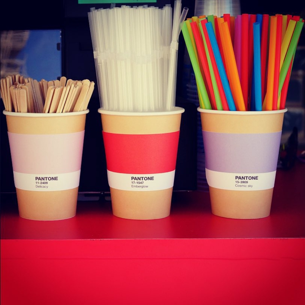 pantone-cafe10