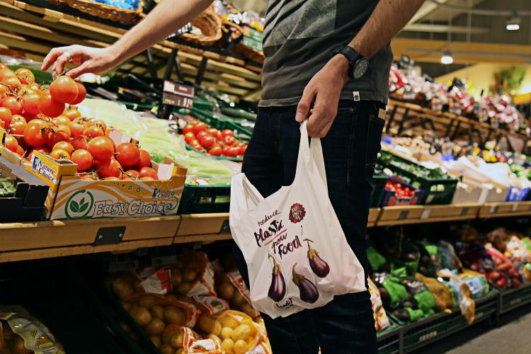 Bolsas biodegradables con semillas para ayudar a cuidar el medio ambiente