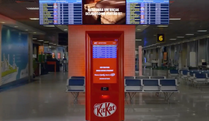kit-kat-flight-delayed-machine0